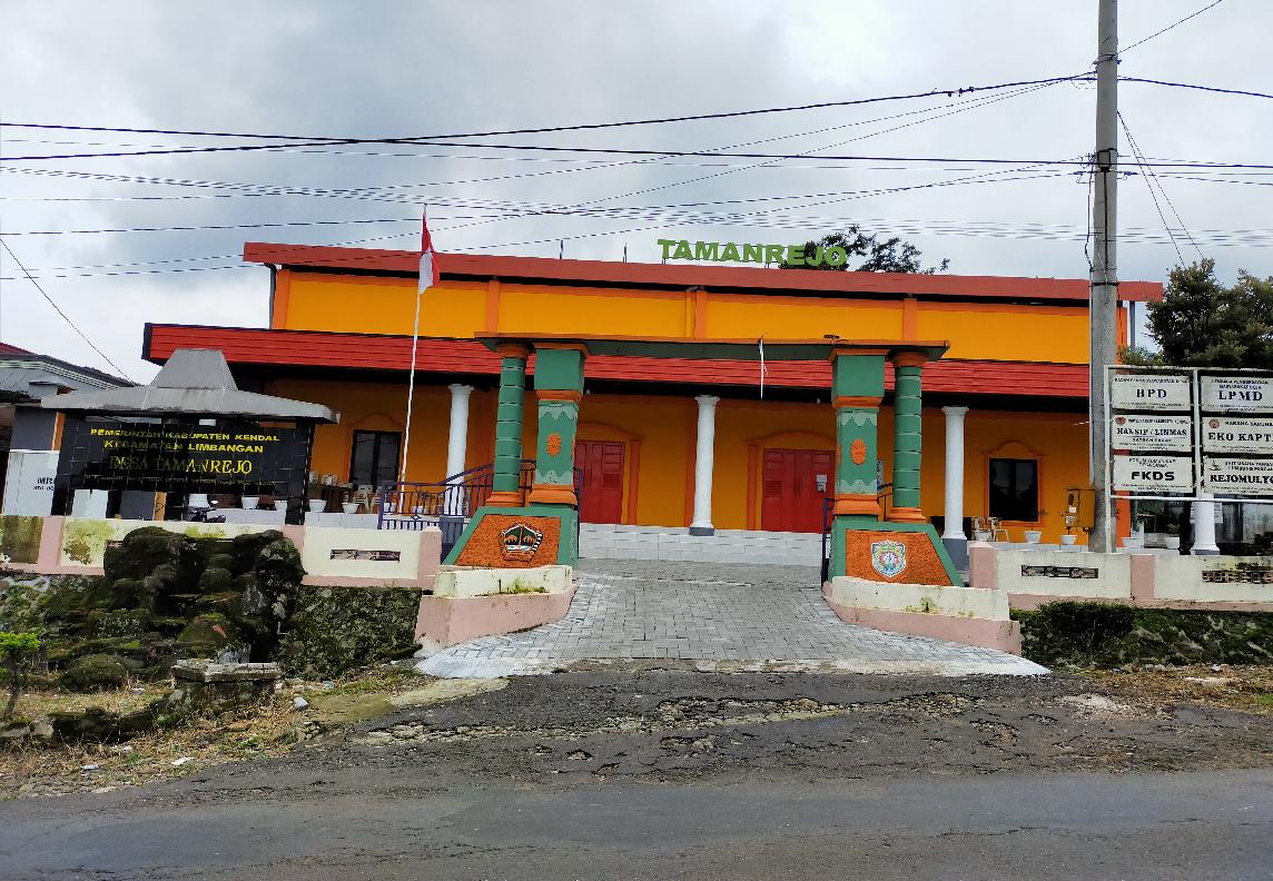 gedung serbaguna Desa Tamanrejo